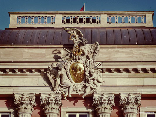 Wappenkartusche am Stadtschloss Friedrichs des Großen