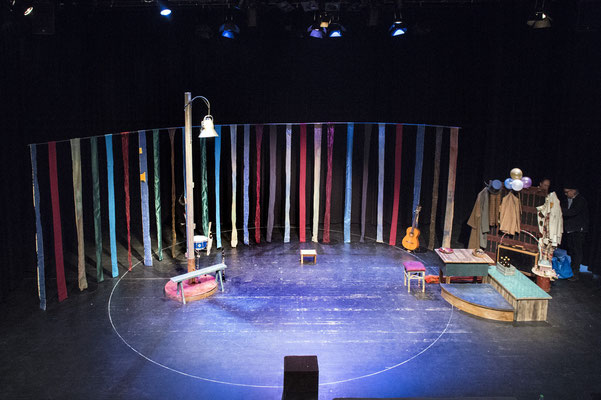 """Kaschtanka"" - Theater Mummpitz Nürnberg - Bühnenbild M. Pfeiffer - Foto Rudi Ott"