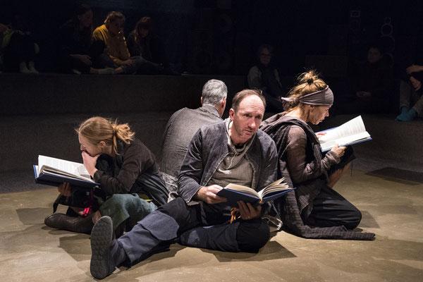 Iwein Löwenritter. Theater Mummpitz. Szenografie: Maria Pfeiffer. Foto: Rudi Ott