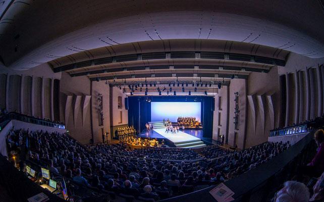 BACH BEWEGT! TANZ! Matthäuspassion - Bachakademie Stuttgart - Forum Ludwigsburg - Bühnenbild Maria Pfeiffer - Foto Holger Schneider