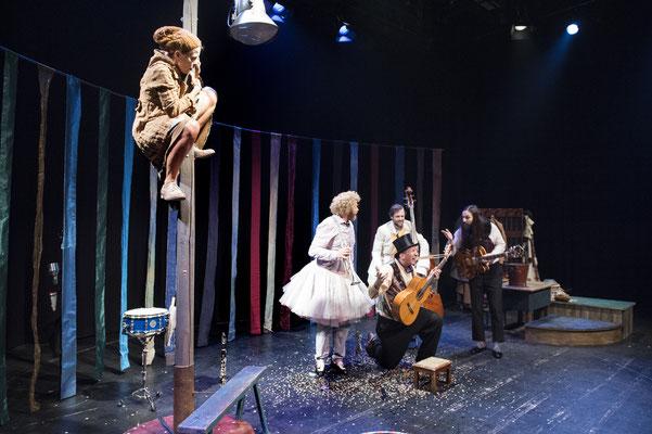 """Kaschtanka""- Theater Mummpitz - Bühnenbild Maria Pfeiffer - Foto Rudi Ott"