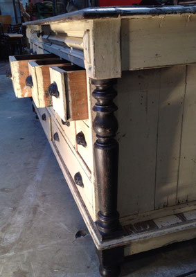 meuble de métier à multiples tiroirs