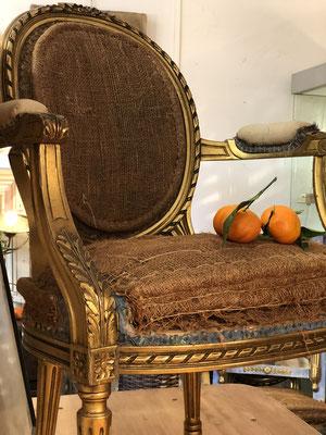 fauteuil en bois doré, #idantique,#leshangarsstmichel, #bordeaux
