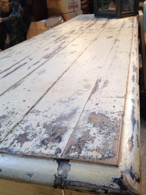 beau plateau patiné du meuble de grainetier