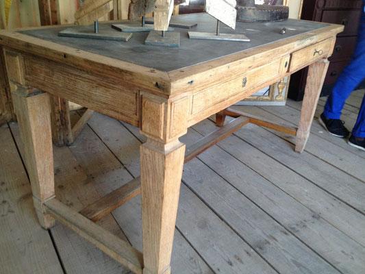 table de métier avec ardoise