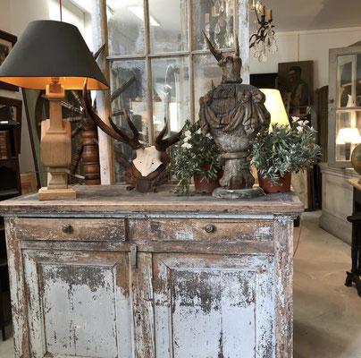 objets de charme, ambiance rustique chic, meuble patiné, vieille porte, #idantique,#leshangarsstmichel,#bordeaux