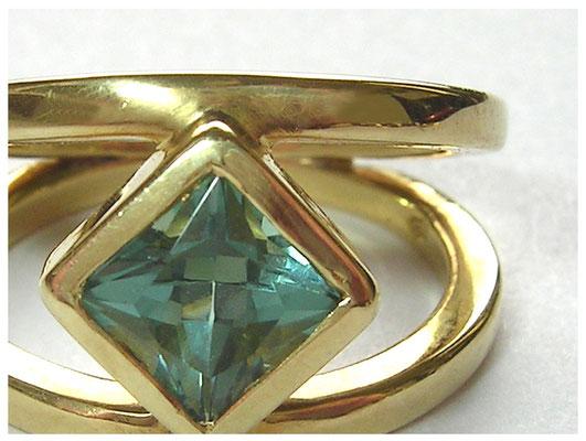 750er Gold Ring mit Grünem Turmalin
