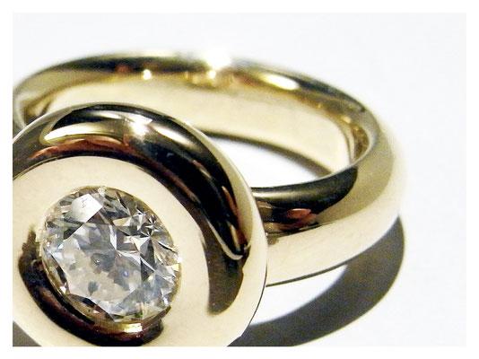 Beispiel Goldring mit einkarätigem Diamant, Brillantschliff.