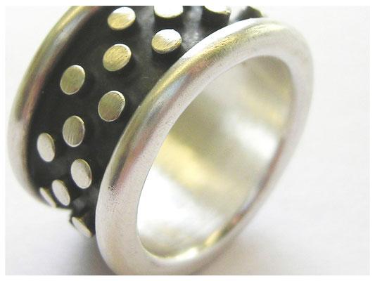 Silberring, cool, schwarz-weiss