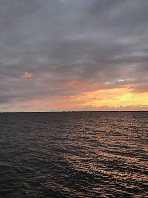 夕日とオレンジの雲