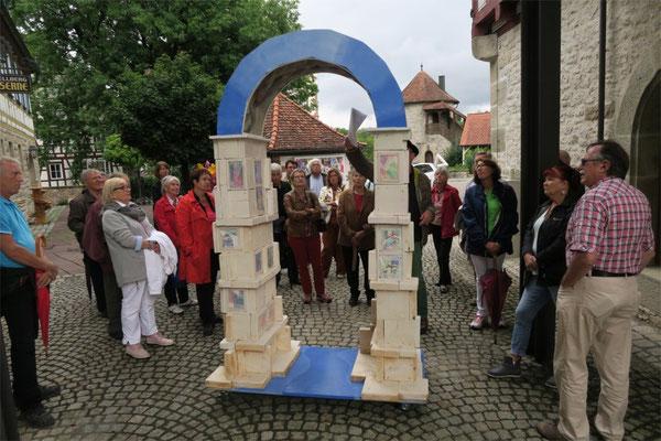 """Kulturkreis Vellberg, Kunst und Kulisse, """"Arc de Comlexite"""" von Joachim Trick"""