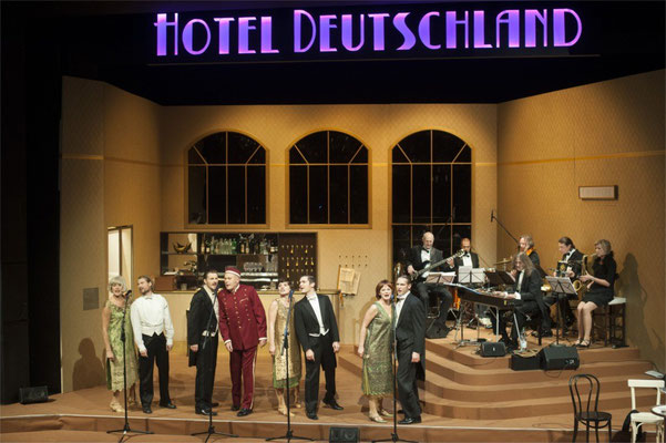 """Kulturkreis Vellberg, Theaterbesuch """"Die Goldenen Zwanziger"""", Februrar 2014 in Ilshofen"""