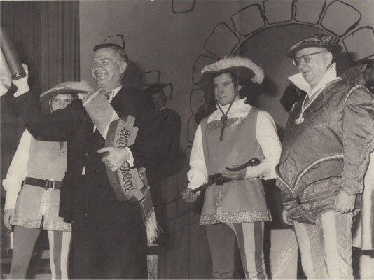 Kulturkreis- Vellberg, der erste Ritter des krummen Balkens, Dr. Hans Hoffmann (1973) Oberbürgermeister von Heilbronn