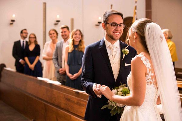 Katholische Kirche St. Walburga Winkel Hauptstraße 48 65375 Oestrich-Winkel, First Look, Hochzeitsbilder, Hochzeitsfoto, Hochzeitsfotograf St. Walburga Oestrich Winkel, Fotograf für Hochzeiten,