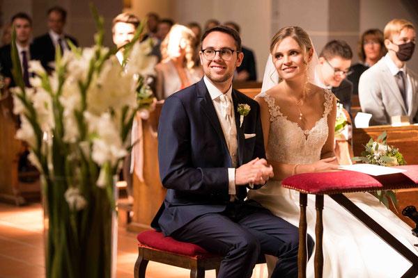 Katholische Kirche St. Walburga Winkel Hauptstraße 48 65375 Oestrich-Winkel, Brautpaar Trauung, Hochzeitsbilder, Hochzeitsfoto, Hochzeitsfotograf St. Walburga Oestrich Winkel, Fotograf für Hochzeiten,