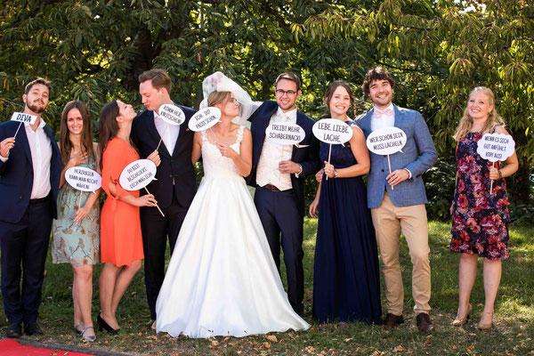 Burg Crass Hotel & Eventlocation Eltville, Freygäßchen 1, 65343 Eltville am Rhein, Hochzeitsbilder, Hochzeitsfoto, Hochzeitsfotograf, Fotograf für Hochzeiten, kreative Hochzeit, Gruppenbild bei Hochzeiten, Gruppenfoto Hochzeit, Spaß Bild Hochzeit Gruppen,