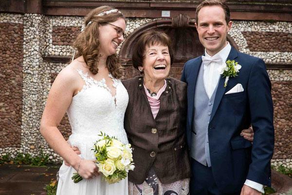 Standesamtliche Hochzeit, Familienbild , Standesamt Höchst Bolongaropalast, Seilerbahn 2, 65929 Frankfurt am Main, Brautpaar im Emmerichpavillon Bolongaropalast
