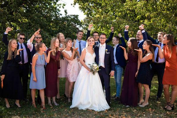 Burg Crass Hotel & Eventlocation Eltville, Freygäßchen 1, 65343 Eltville am Rhein, Hochzeitsbilder, Hochzeitsfoto, Hochzeitsfotograf, Fotograf für Hochzeiten, Corona Hochzeit, Gruppenbild bei Hochzeiten, Gruppenfoto Hochzeit