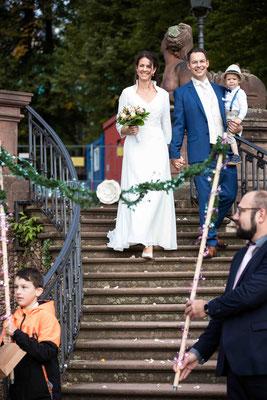 Treppe im Garten des Standesamt Höchst Bolongaropalast, Seilerbahn 2, 65929 Frankfurt am Main, Brautpaar im Emmerichpavillon Bolongaropalast