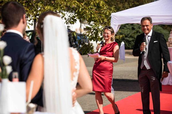 Katholische Kirche St. Walburga Winkel Hauptstraße 48 65375 Oestrich-Winkel, Rede bei der Hochzeit, Hochzeitsbilder, Hochzeitsfoto, Hochzeitsfotograf St. Walburga Oestrich Winkel, Fotograf für Hochzeiten, Corona Hochzeit