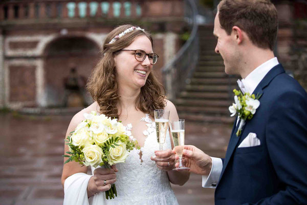 Standesamtliche Hochzeit, Sektempfang, Standesamt Höchst Bolongaropalast, Seilerbahn 2, 65929 Frankfurt am Main, Brautpaar im Emmerichpavillon Bolongaropalast