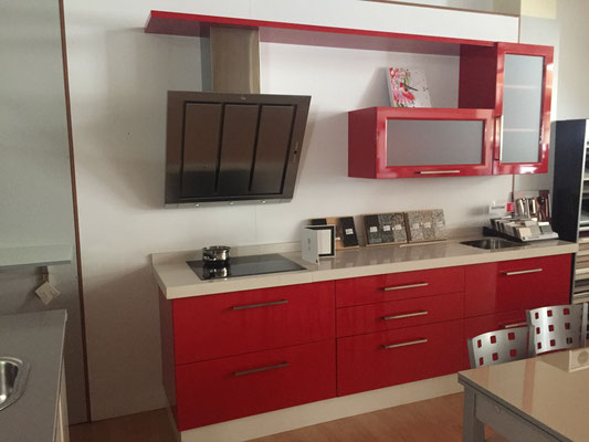 Cocina Laca Roja espectacular y a un precio de risa.