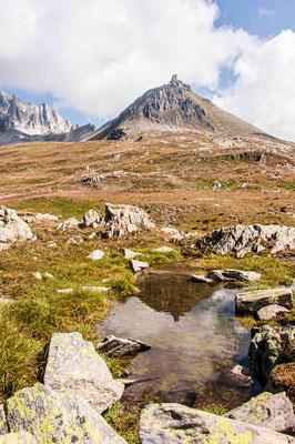 Quellgebiet Ticino beim Chilchhorn am Nufenenpass