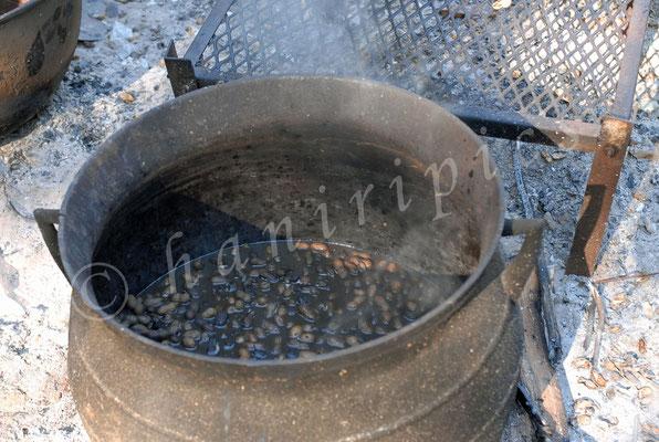 Gekochte Erdnüsse - Im Süden eine traditionelle Spezialität