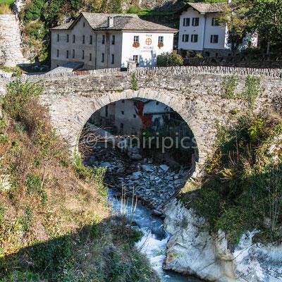 Promotogno - alte Brücke über die Maira