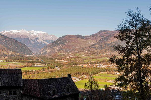 Blick von Burg Ehrenfels ins Domleschg