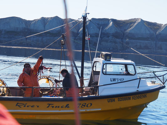 Die Fischer auf dem Beagle Channel mit ihrem Kingcrab-Fang