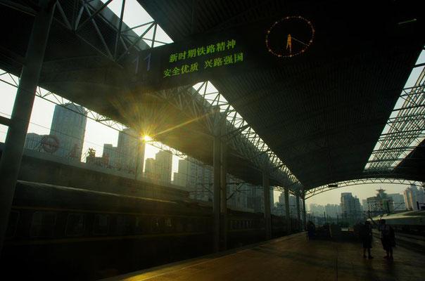 早朝の上海駅!