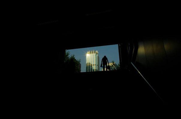 西安の地下鉄乗り場の階段にて!