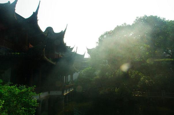 上海の観光地、豫園(よえん)のなかでの風景!