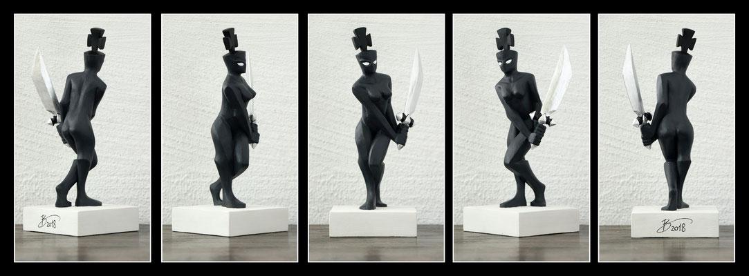 "Schachfigur ""Dame"" - 10x12x25cm - Linde mit Acryl bemalt"