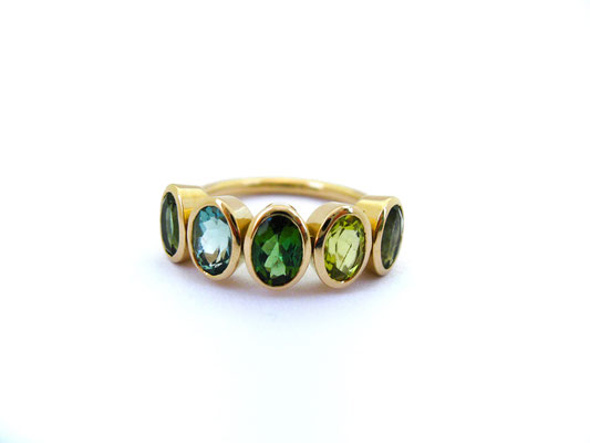 Colour-Up-Ring mit verschiedenen Turmalinen