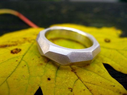 Facettenring aus Silber