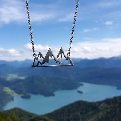 Die Bergkette für den Hals