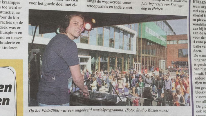 Nieuwsblad voor Huizen Frontpage Koningsdag 2015