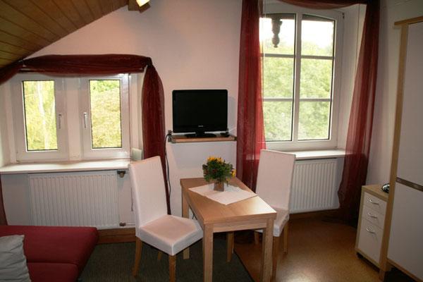 Gemütliche Essecke im Gästezimmer in Bad Honnef am Rhein.