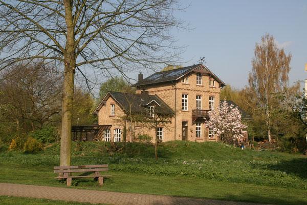 In grüner und zentraler Lage in Bad Honnef am Rhein liegt das Gästezimmer der Familie Goosmann.