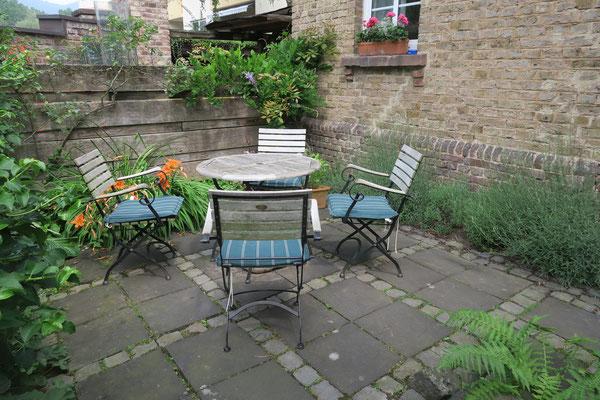 Eigene Terrasse für schöne Sommerabende in Bad Honnef in Ihrer Ferienwohnung.