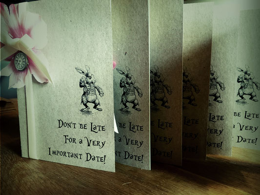 """Einladung zu """"Martina in Wonderland"""", entworfen und hergestellt von Your Day Your Way."""