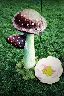 Spezialanfertigung Riesenpilz und XXL Blumen (Vintage Rental Kollektion)