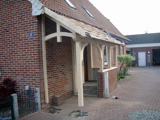 Vordachkonstruktion aus Holz Zimmerei Thiermann