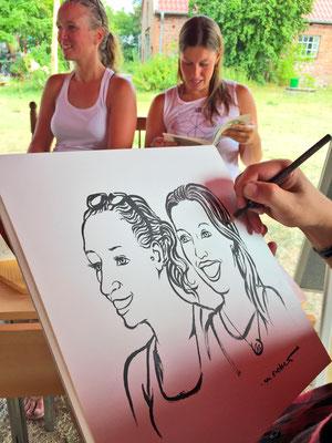 Portraitzeichnen beim Off the Radar Festival. Foto: Carsten Vitt