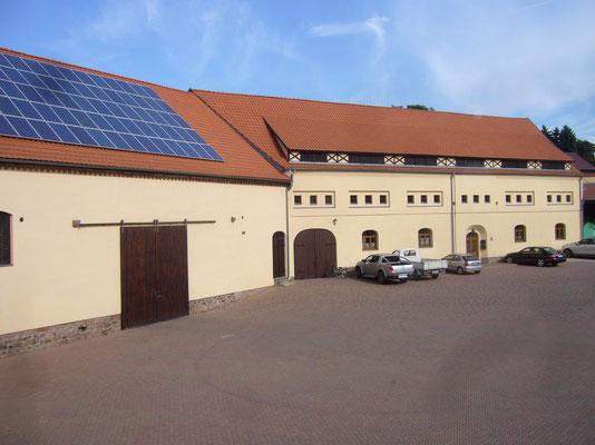 Ein Teil der Scheune sowie der ehemalige Kuhstall der zu Wohnungen umgebaut wurde.