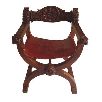 Jamuga tallada con asiento de cuero repujado