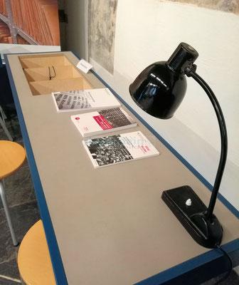 Stasi-Wanderausstellung in Mainz Hörstation © dokfoto.de/Klaus Leitzbach