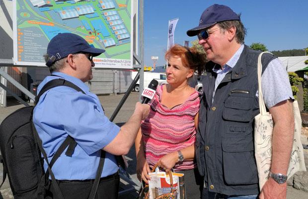 Besucher im Interview © Hanni Mex/rheinmainbild.de